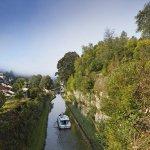 Hausboot auf dem Canal des Vosges ( früher: Canal de l'Est ), Fontenoy-le-Château, Felsdruchbruch vor Schleuse 35