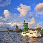 Europa , Holland , Hausboot , auf der Zaan in Zaanse Schans , Windmuehlen
