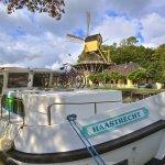 Europa , Holland , Hausboot , auf der Smal Weesp in Weesp , Windmuehle