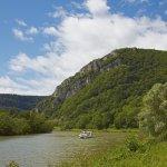 Hausboot auf dem Wasserweg Doubs-Rhein-Rhône-Kanal  bei Douvot , PK 98 , Dept. Doubs , Region Franche-Comté , Frankreich , Europa / Houseboat  in the <Doubs-Rhine-Rhône-channel> near Douvot, PK 98 , Dept. Doubs , Region Franche-Comté , France , Europe