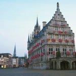 Außenaufnahme, Abend in der  Altstadt von Gouda, Holland, Europa / outdoor photo, evening in the old centre of Gouda, Netherlands, Europe